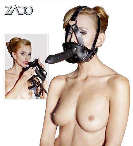 Kožená maska s dildom.
