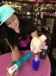 Dominika skúša análny gél s pumpičkou