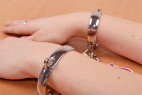 Kovové putá Chained Love - na rukách