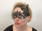 Veronika a Kovová maska na oči s kamienkami