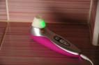 Womanizer PRO40, na nabíjačke svieti zeleno
