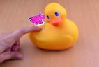 Vibračná kačička Duckie - tlačidlo pre zapnutie vibrácií