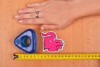 Erekčný krúžok Triangle Ring, vedľa ruky a metra
