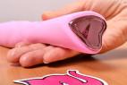 Silikónový vibrátor Pink Lover, v ruke
