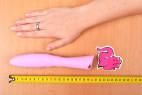 Silikónový vibrátor Pink Lover, celková veľkosť s rukou