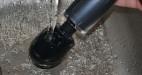 Masážny vibrátor Power AkuWand II, pod tečúcou vodou