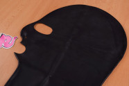 LateX maska s tromi otvormi - na stole