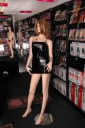 Lesklé šaty Beltis - na figuríne