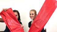 Červené PVC prestieradlo Dirty Mind (203 × 226 cm), Domča a Verča